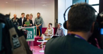 Sian Berry introduces the Green Guarantee launch - photo from Splento