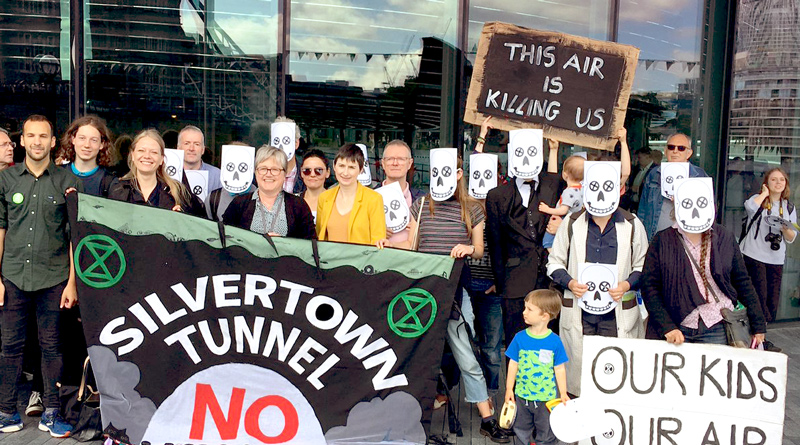 Assembly Members and demonstrators agains the Silvertown Tunnel